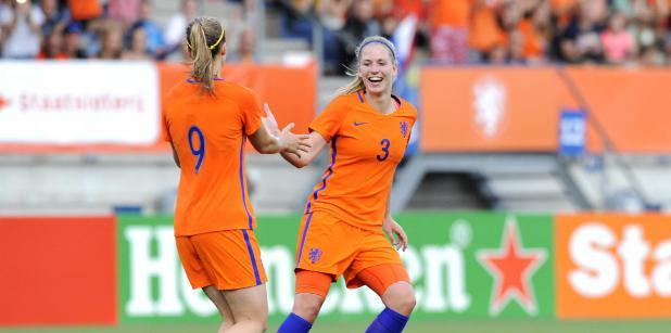 23/09 Vrouwen oefenen tegen Engeland
