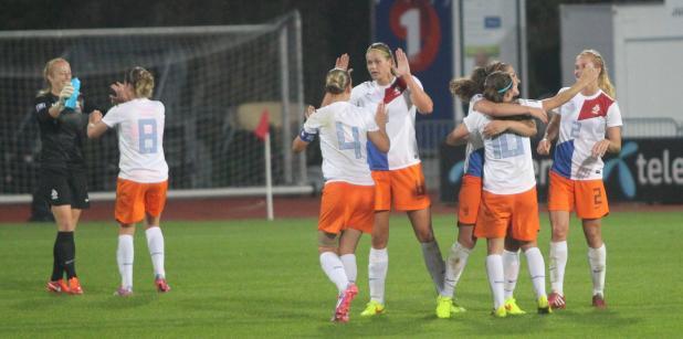 17/09 Oranjevrouwen halen play-offs